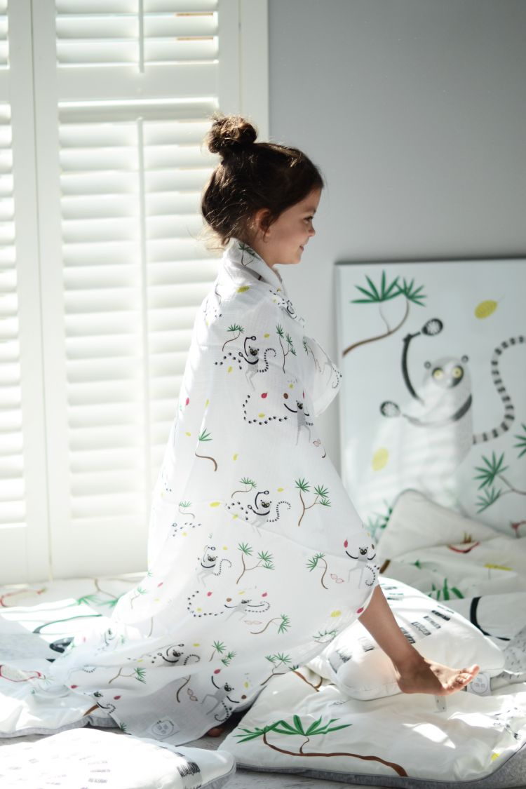 Maki Mon Ami - Muślinowo-bambusowy Otulacz XXL Lemur Leon Owoce