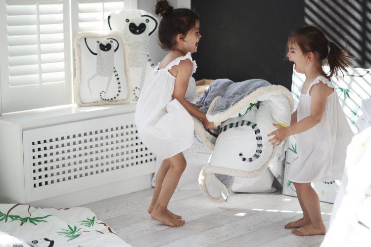 Maki Mon Ami - Dwustronny Ciepły Koc z Frędzlami Lemur Leon