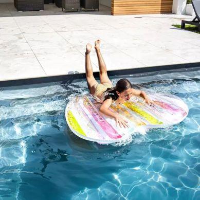 The Swim Essentials - Luksusowy Materac do Pływania Serce Tęcza