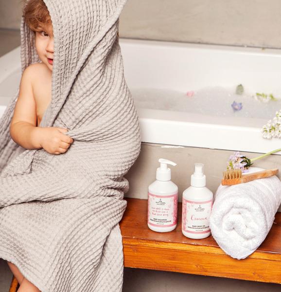 The Gift Label - Wegański Żel do Mycia dla Dzieci There is no Place Like Bath 250 ml