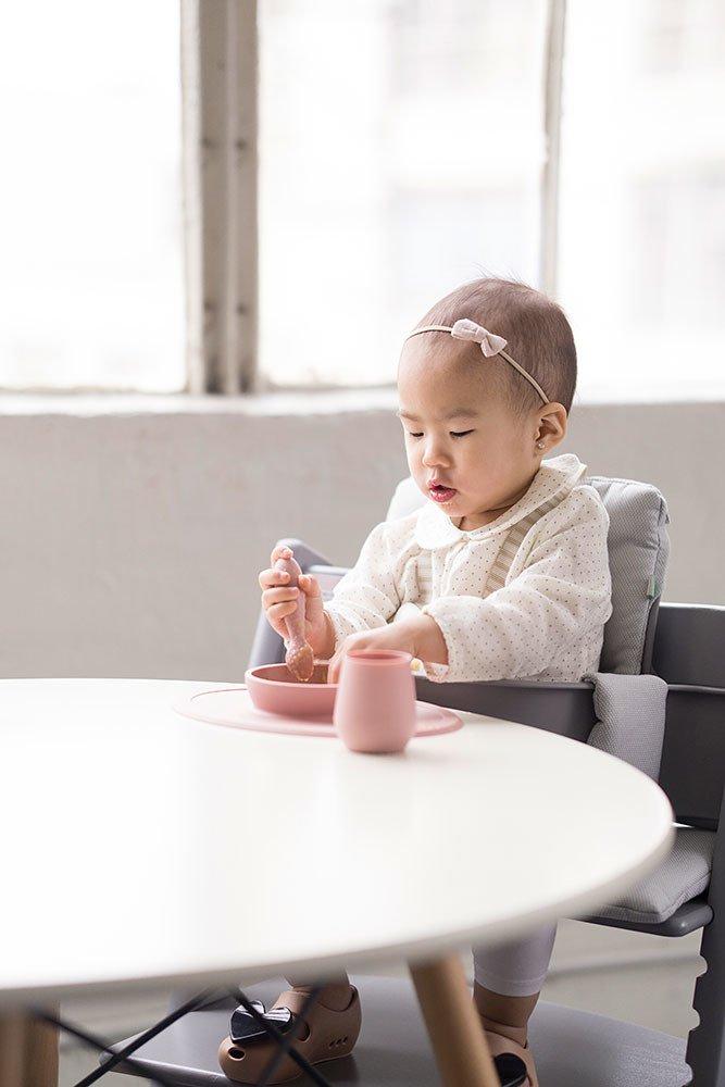 EZPZ - Silikonowy Kubeczek Tiny Cup Pastelowa Szarość
