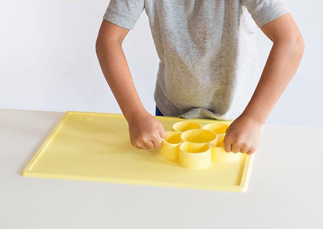 EZPZ - Silikonowa Mata do Zabawy z Pojemniczkami 2w1 Flower Play Mat Żółta