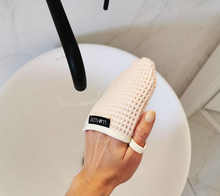 Lullalove - Rękawiczka do Demakijażu Twarzy Różowy Kwarc